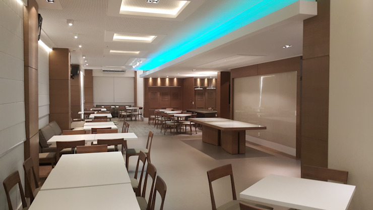 Modern walls & floors by Lucio Nocito Arquitetura e Design de Interiores Modern Engineered Wood Transparent