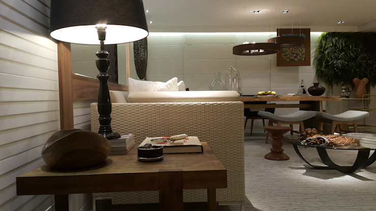 Minimalist living room by Lucio Nocito Arquitetura e Design de Interiores Minimalist Engineered Wood Transparent