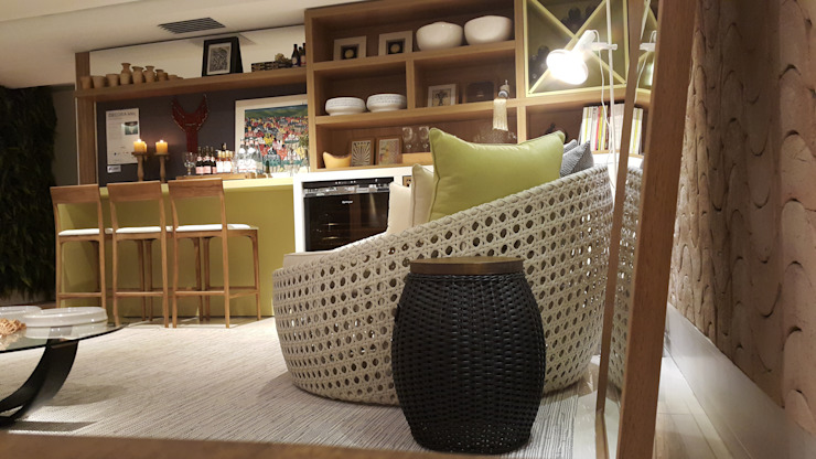 Tropical style wine cellar by Lucio Nocito Arquitetura e Design de Interiores Tropical Engineered Wood Transparent
