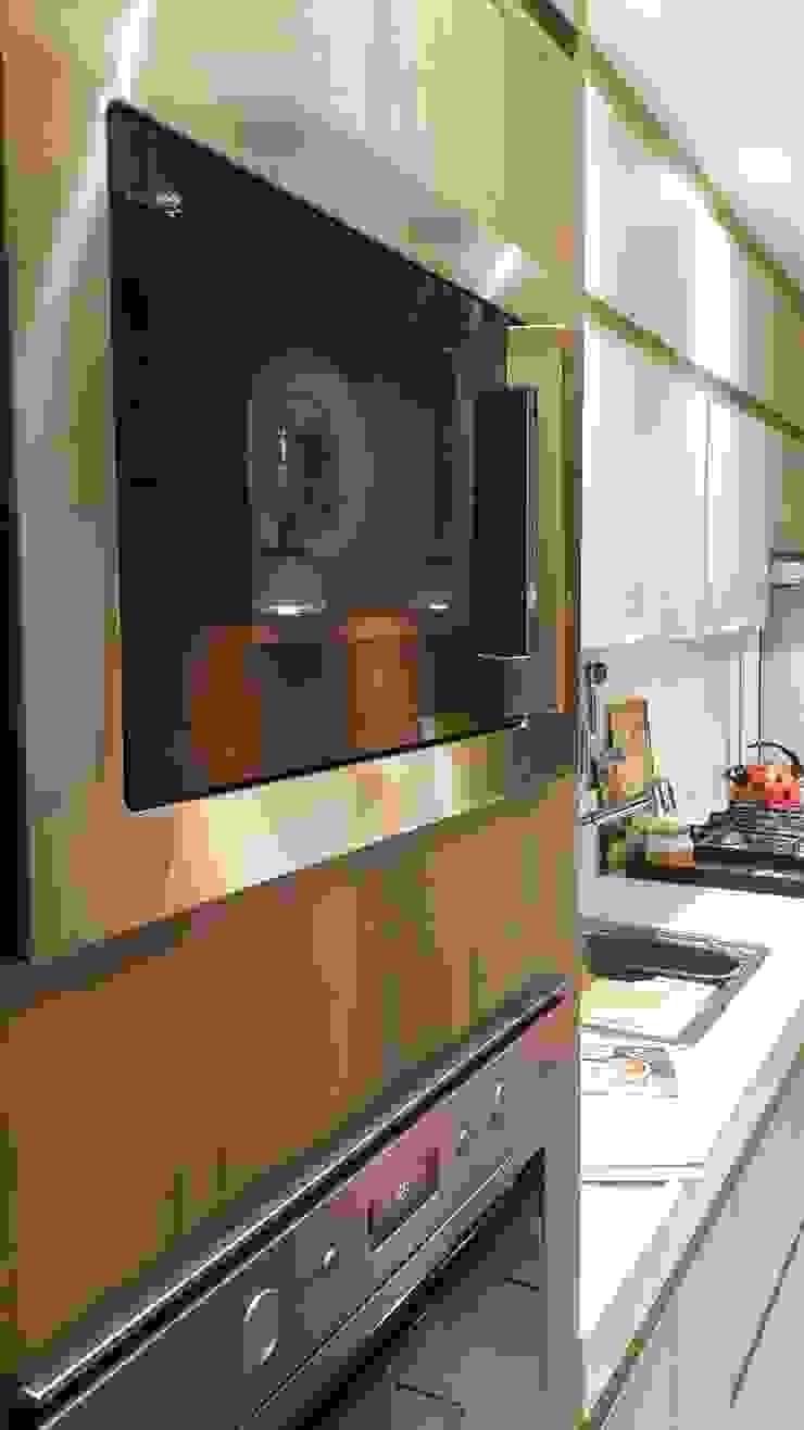 Modern kitchen by Lucio Nocito Arquitetura e Design de Interiores Modern Wood Wood effect