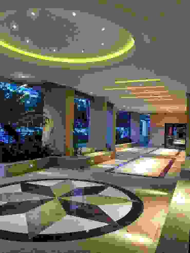Modern corridor, hallway & stairs by Lucio Nocito Arquitetura e Design de Interiores Modern Sandstone
