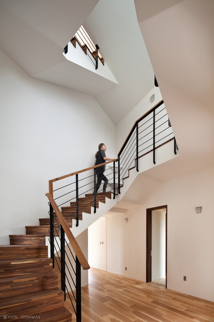 Asian style corridor, hallway & stairs by ON ARCHITECTURE INC. Asian