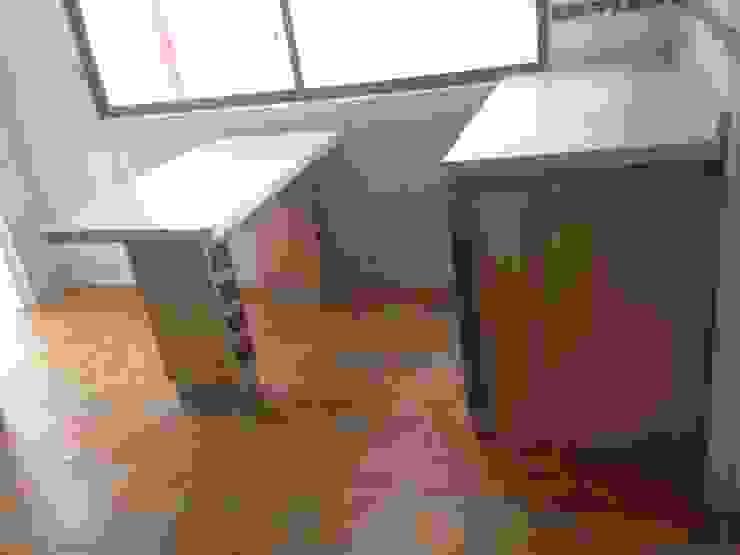 Cozinhas minimalistas por N.Muebles Diseños Limitada Minimalista Chipboard