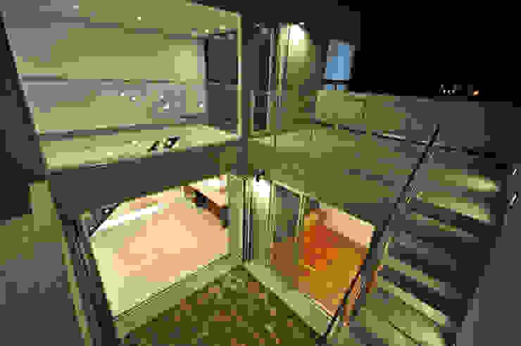 Balcones y terrazas modernos: Ideas, imágenes y decoración de 門一級建築士事務所 Moderno Concreto reforzado