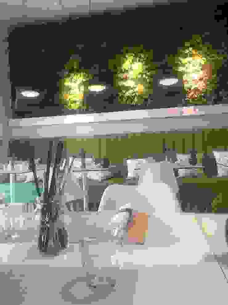 Pine Cliffs Restaurante ZEST por ECOSSISTEMAS; Áreas Verdes e Sistemas de Rega. Moderno