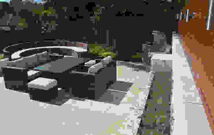 A family garden by Robert Hughes Garden Design Modern