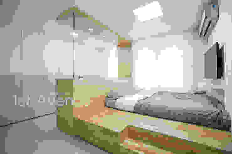 Moderne Schlafzimmer von 퍼스트애비뉴 Modern