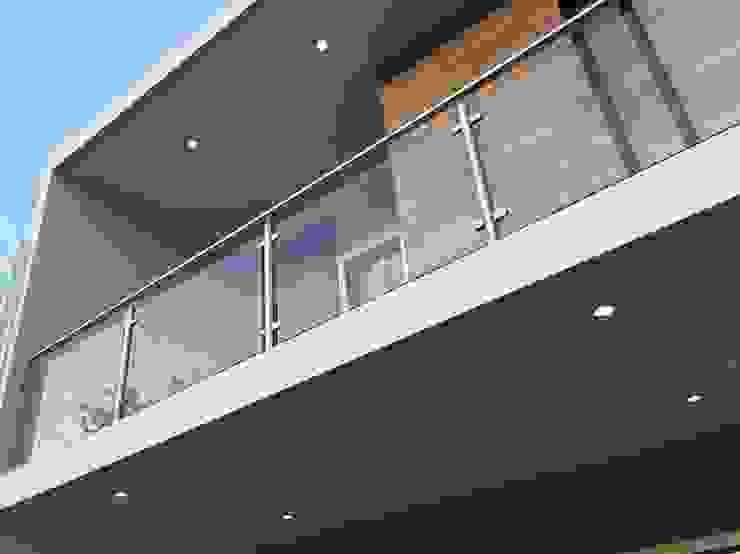 CASA EV Balcones y terrazas minimalistas de FERAARQUITECTOS Minimalista