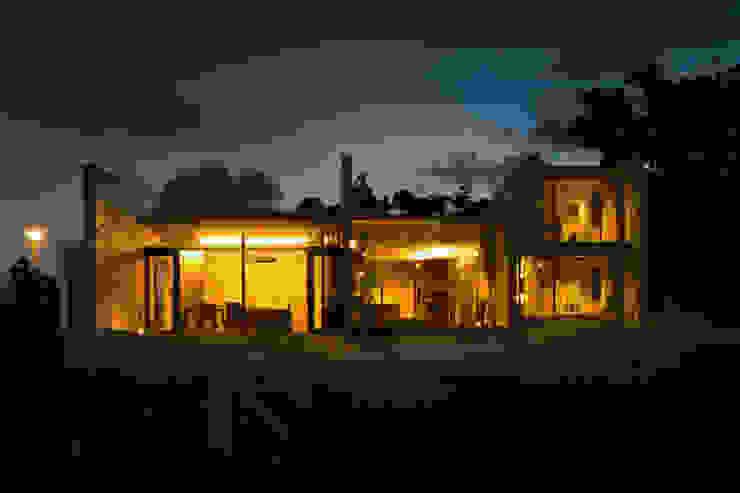 外観/夕景 オリジナルな 家 の 株式会社クレールアーキラボ オリジナル コンクリート