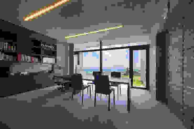 オフィス オリジナルデザインの 書斎 の 株式会社クレールアーキラボ オリジナル コンクリート