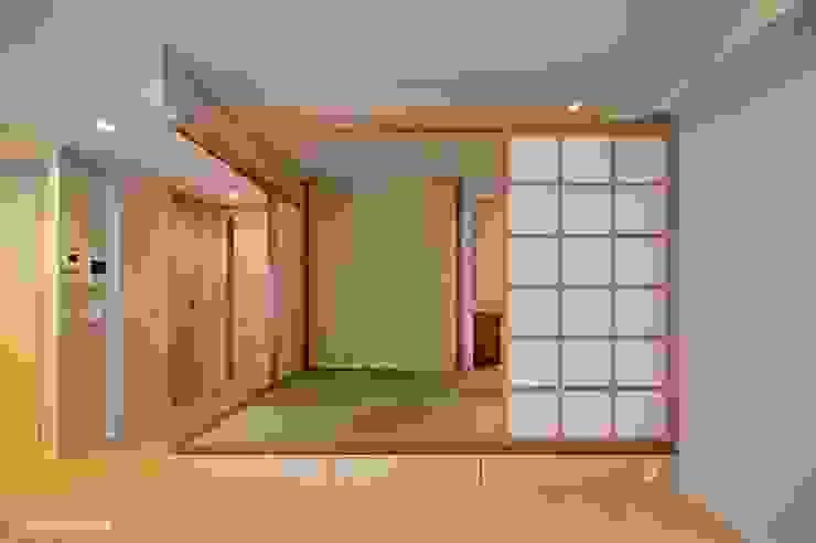 Cuarto del estilo japonés de necesario y bastante talla. アグラ設計室一級建築士事務所 agra design room Salas de estilo ecléctico