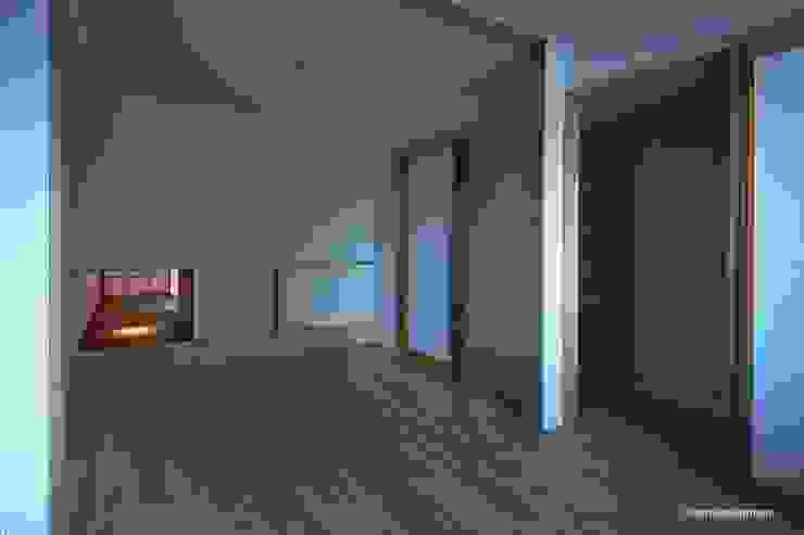 El cuarto para niños se relaciona con el cuarto del estilo japonés. アグラ設計室一級建築士事務所 agra design room Cuartos infantiles de estilo ecléctico