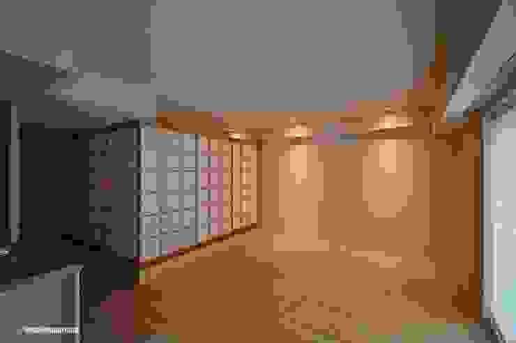 El espacio agradable y independiente. アグラ設計室一級建築士事務所 agra design room Salas de estilo ecléctico