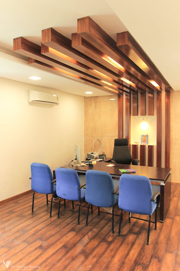 GKM College of Engineering - CEO Room Modern study/office by V5 Design Studio Modern Wood Wood effect