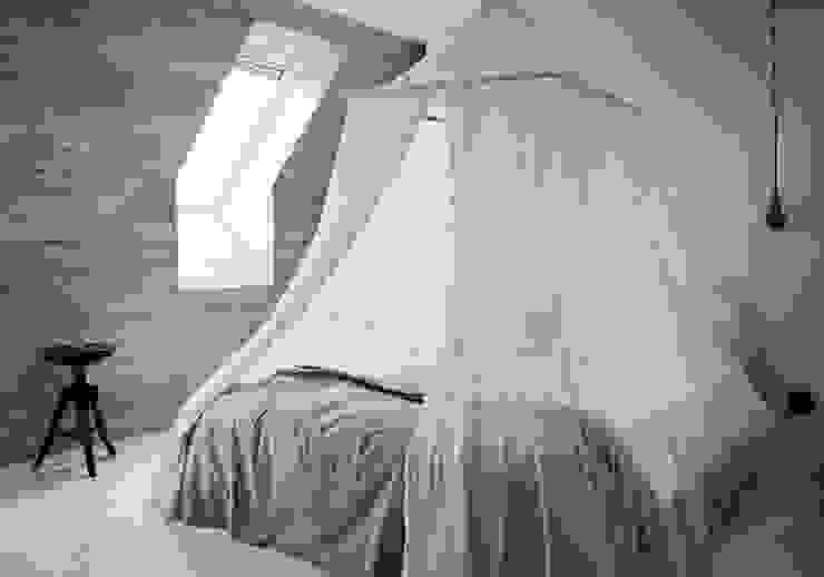 Phòng ngủ phong cách Bắc Âu bởi Design for Love Bắc Âu