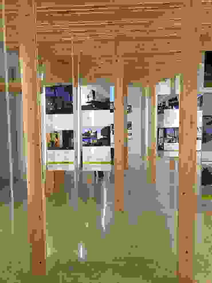 インダストリアルデザインの 多目的室 の Laura Marini Architetto インダストリアル