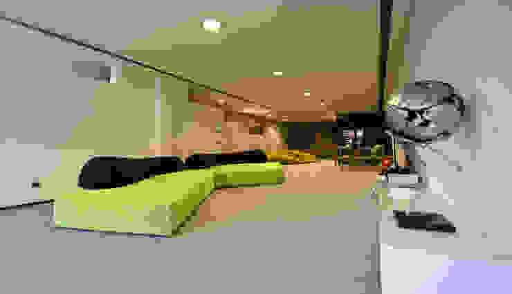 Sala de TV - Projeto Casa das Artes by Musa Décor Salas multimédia modernas por Musa Décor Moderno