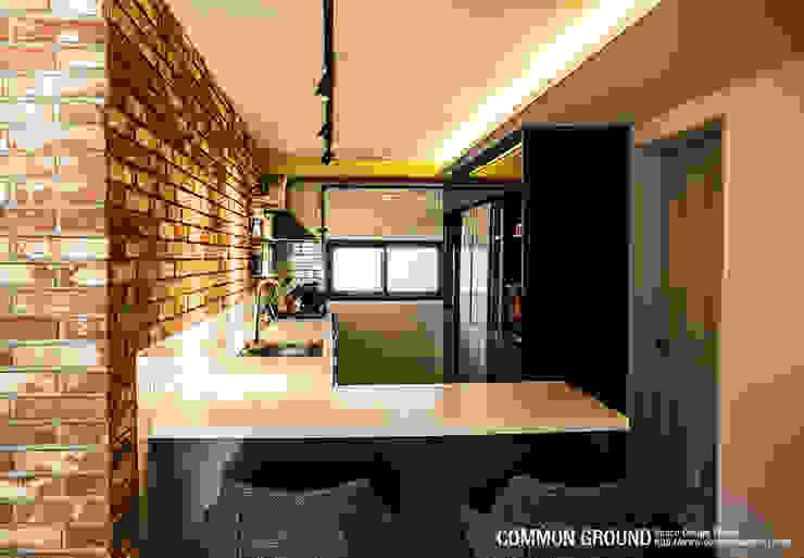 31평형 성수동 현대아파트: 커먼그라운드의  주방