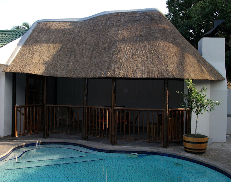 Thatch lapa by pool:  Pool by Cintsa Thatching & Roofing,