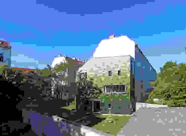 schuppen brandt+simon architekten Moderne Häuser Keramik Grün