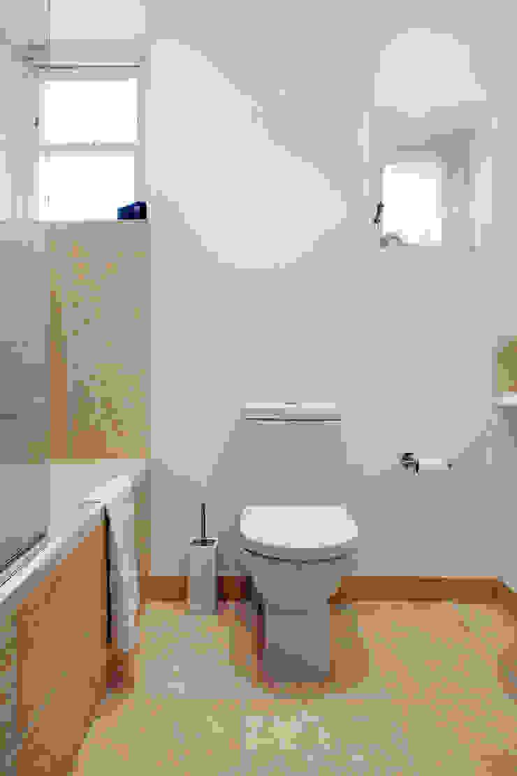 CALABRIA ROAD Nic Antony Architects Ltd Baños de estilo moderno