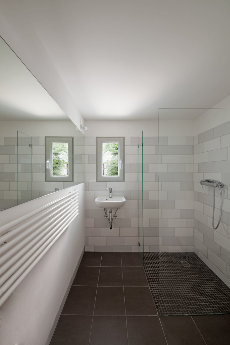 guest bathroom Modern Bathroom by brandt+simon architekten Modern Tiles