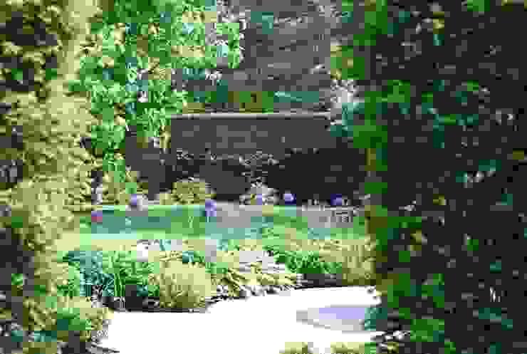 Felsted Place Minimalist style garden by Aralia Minimalist Stone