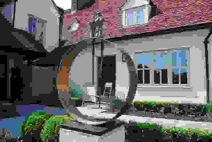 Felsted Place Minimalist style garden by Aralia Minimalist Iron/Steel