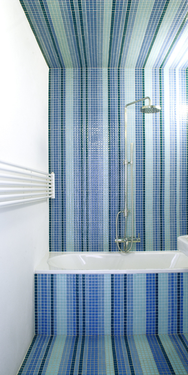 bathroom brandt+simon architekten Modern bathroom Tiles Blue