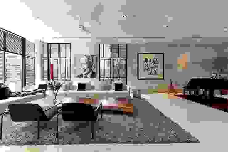 现代客厅設計點子、靈感 & 圖片 根據 Sen's Photographyたてもの写真工房すえひろ 現代風