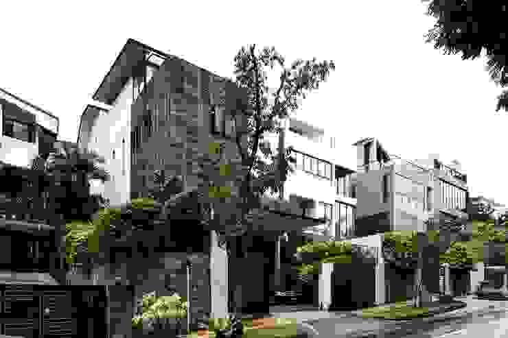 現代房屋設計點子、靈感 & 圖片 根據 Sen's Photographyたてもの写真工房すえひろ 現代風