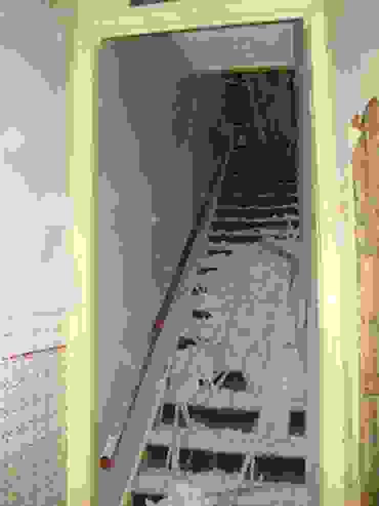 Escadas antes por A3 Ateliê Academia de Arquitectura