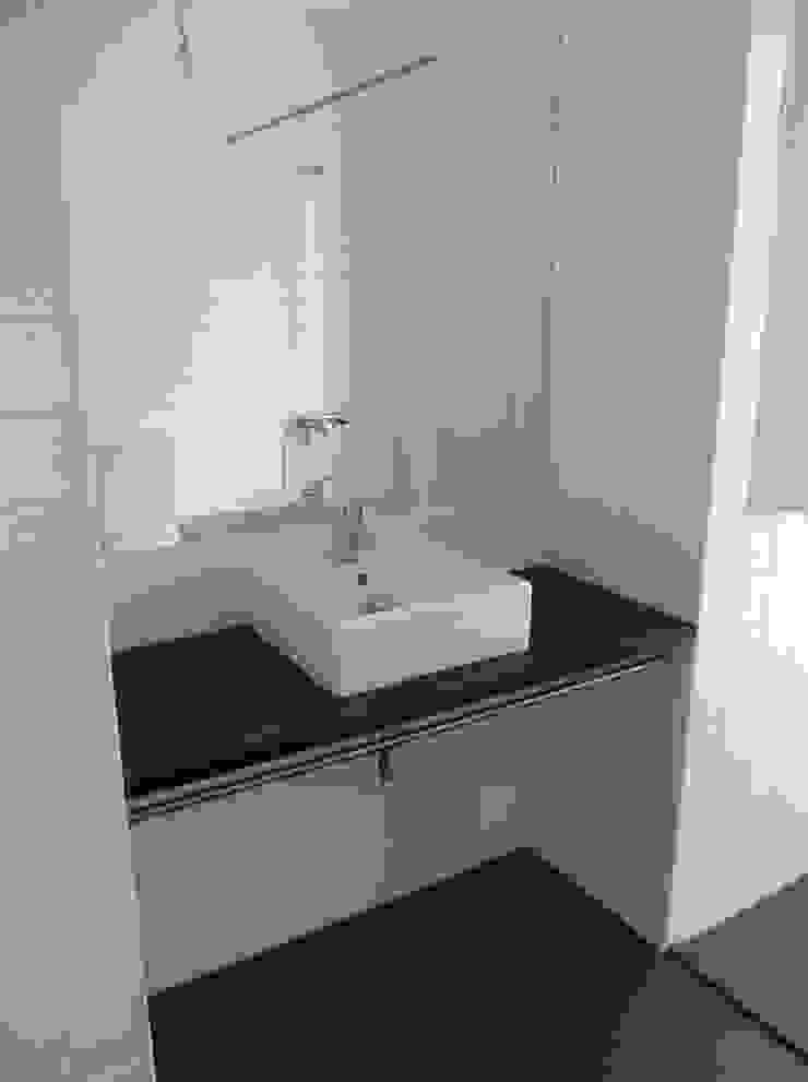 Quarto de Banho por A3 Ateliê Academia de Arquitectura