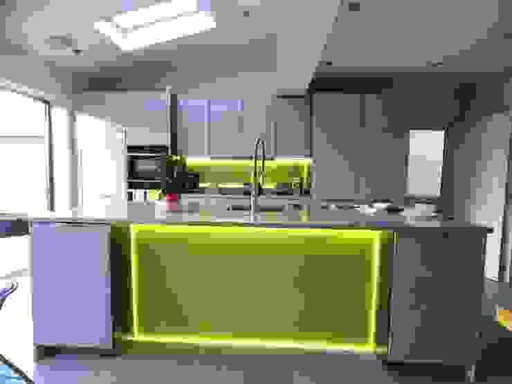 kitchen Cucina moderna di Progressive Design London Moderno