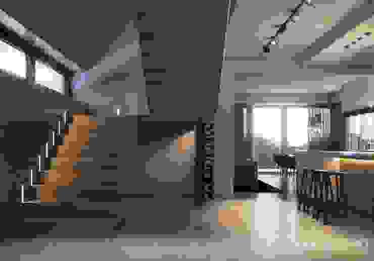モダンスタイルの 玄関&廊下&階段 の LK&Projekt GmbH モダン