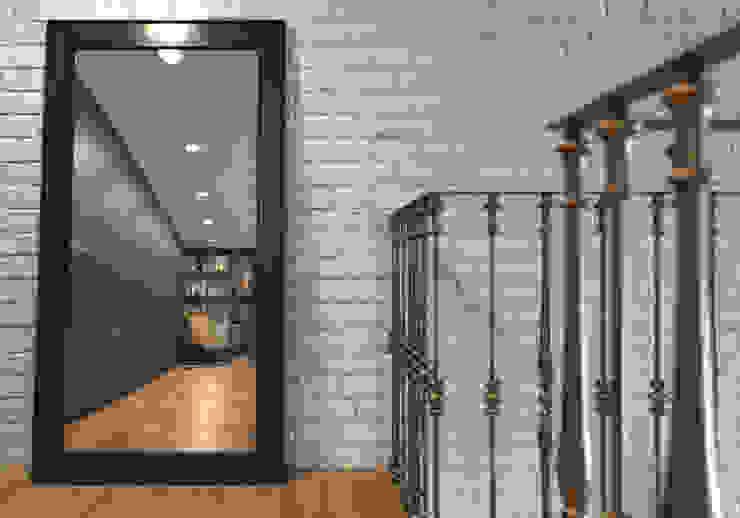 Couloir, entrée, escaliers industriels par Alexander Krivov Industriel