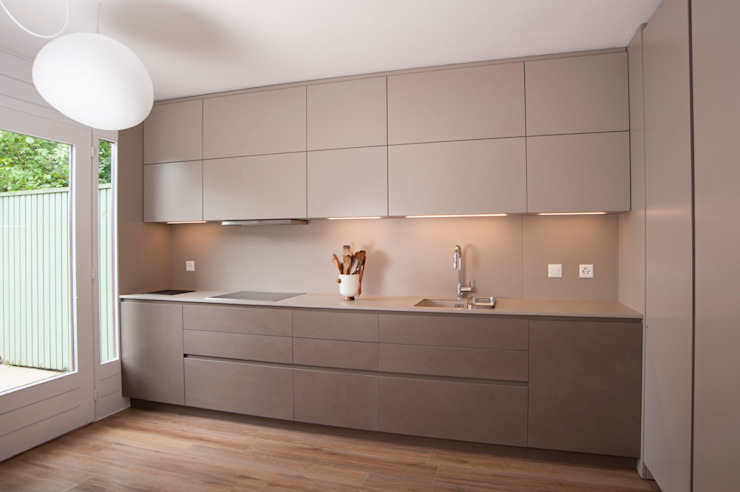 Modern kitchen by sandra marchesi architetto Modern
