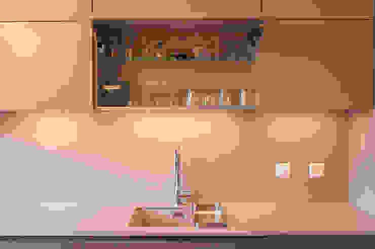 Interni a Ginevra Cucina moderna di sandra marchesi architetto Moderno