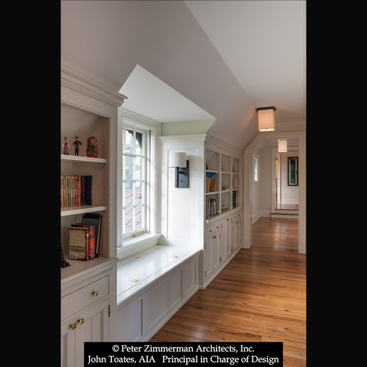 Built-In Classic style corridor, hallway and stairs by John Toates Architecture and Design Classic