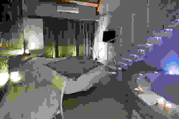 KNOCK-LED RINTAL Vestíbulos, pasillos y escalerasEscaleras Madera maciza Acabado en madera