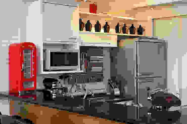 Célia Orlandi por Ato em Arte Industrial style kitchen
