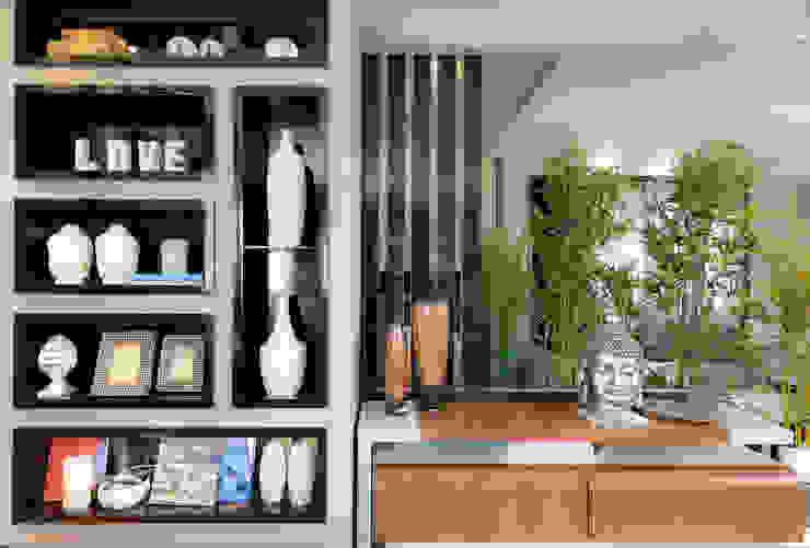 Rack e Estante por Sgabello Interiores Moderno MDF