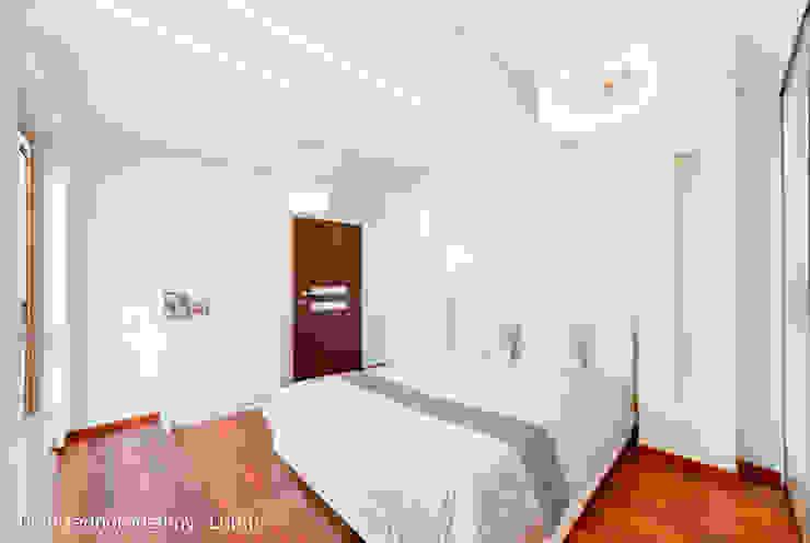 Dormitorios de estilo  por Auraprojekt