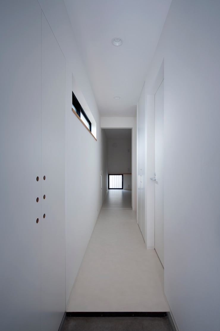 玄関〜廊下 の 株式会社 藤本高志建築設計事務所