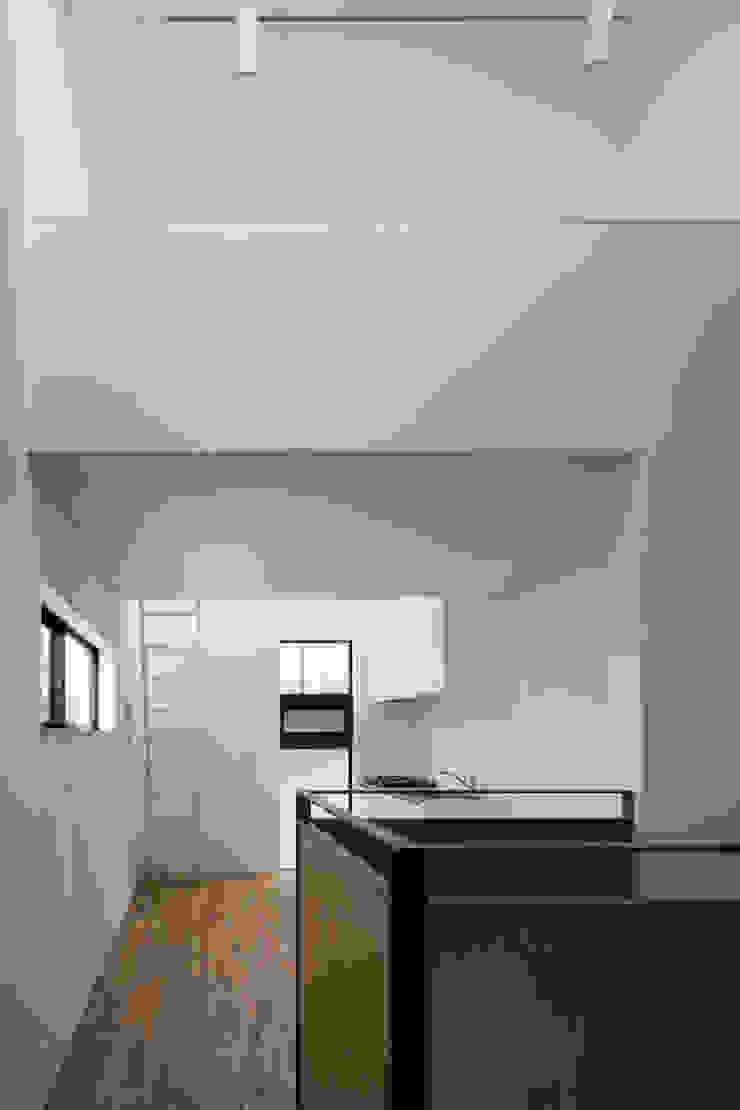 LDKからキッチン の 株式会社 藤本高志建築設計事務所