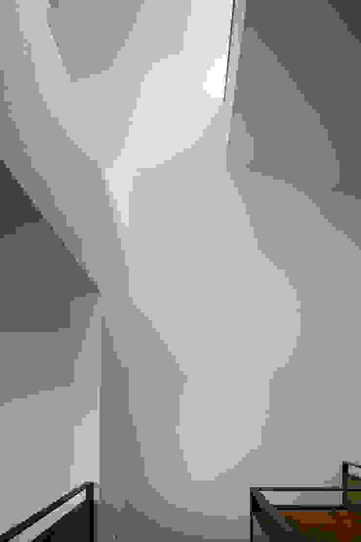屋根面に設けた開口からの日差し の 株式会社 藤本高志建築設計事務所