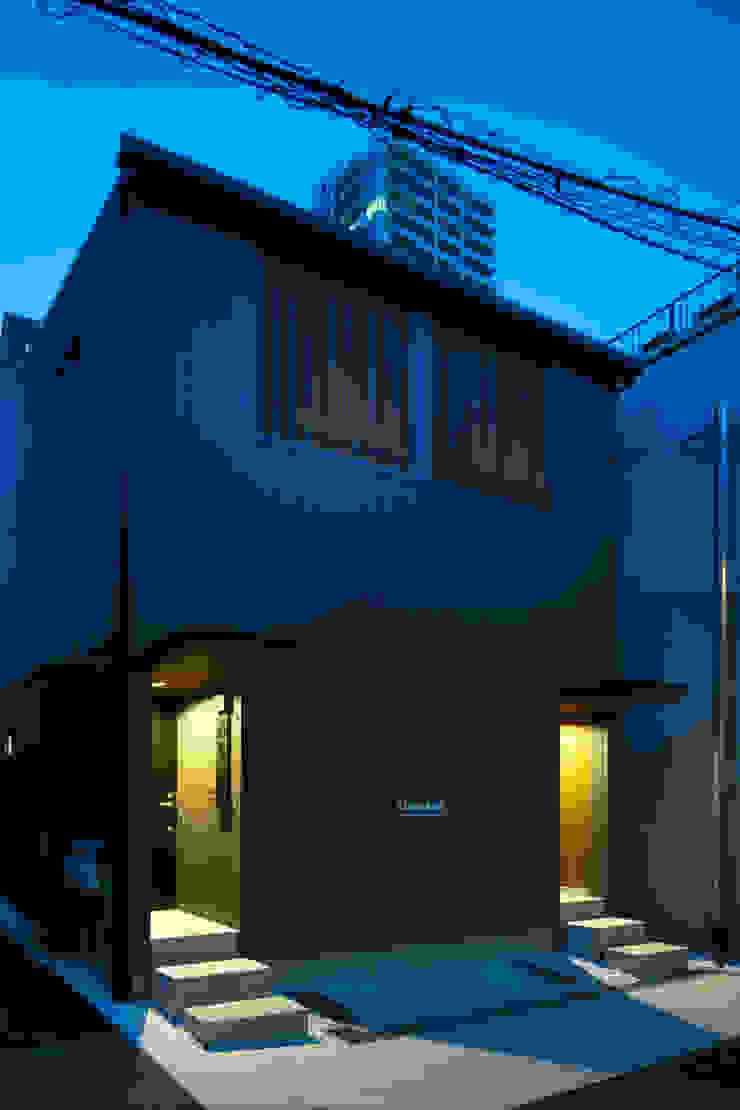 夜の外観 の 株式会社 藤本高志建築設計事務所