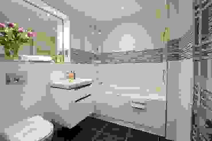 2 Bedroom Apartment Casas de banho minimalistas por THE FRESH INTERIOR COMPANY Minimalista