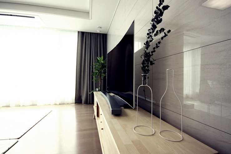 [홈라떼] 라이트 그레이로 톤업한 33평 위례 새아파트 홈스타일링 스칸디나비아 거실 by homelatte 북유럽