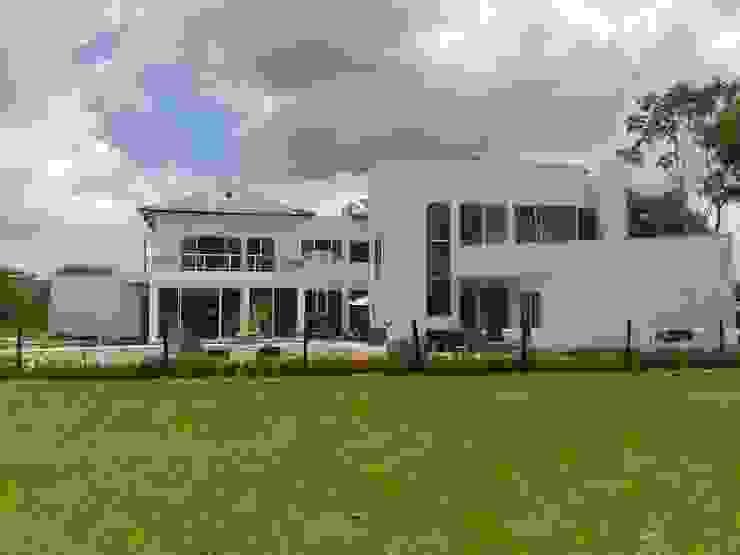 Casa Jhony: Casas de estilo  por ARQUITECTOnico,